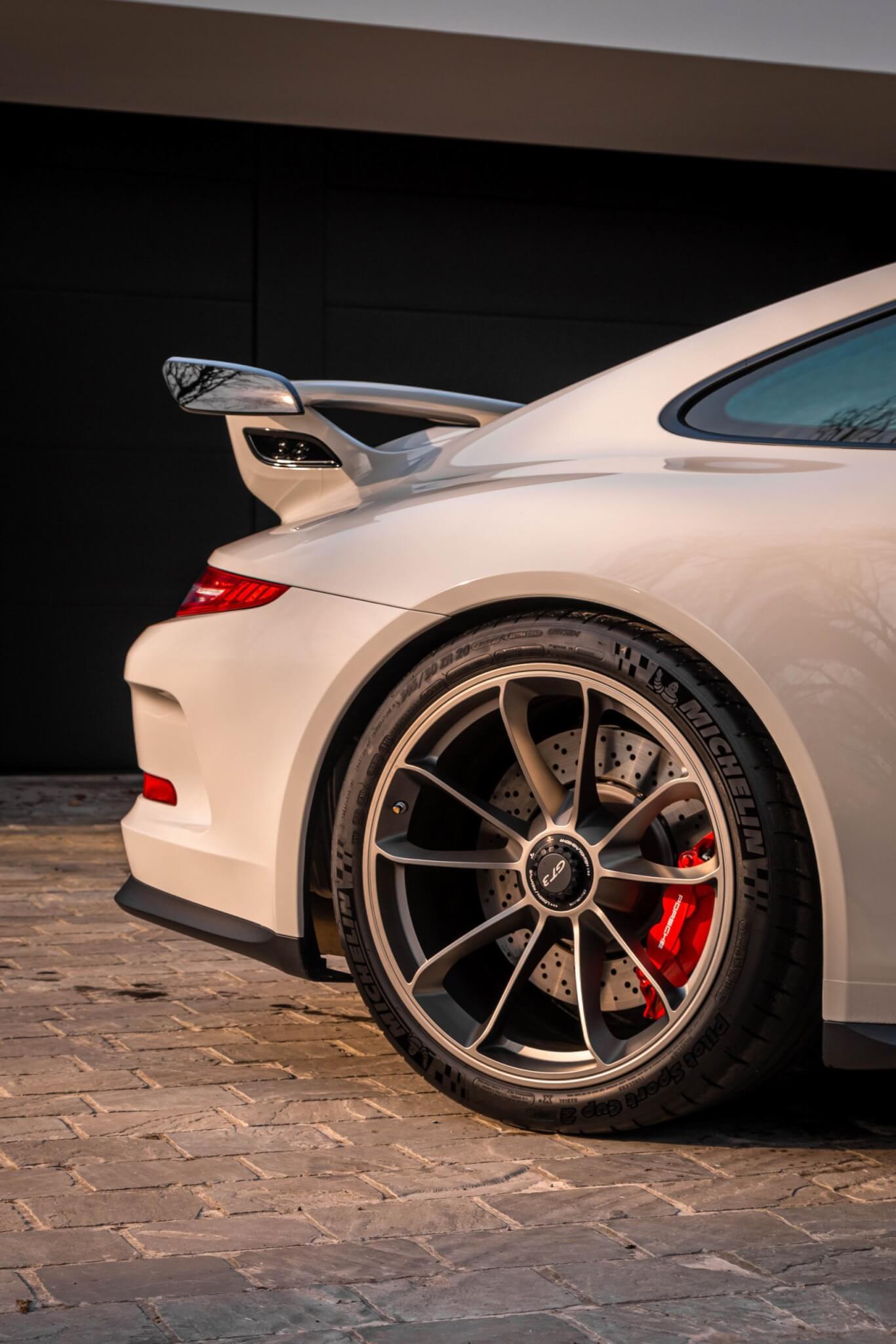 PorscheGT3Clubsport-13